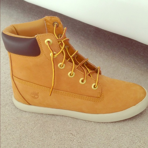 8cc88991664c Women s Timberland Flannery 6 inch Boot Like New. M 5a89cd8f5521bef20259fe3a